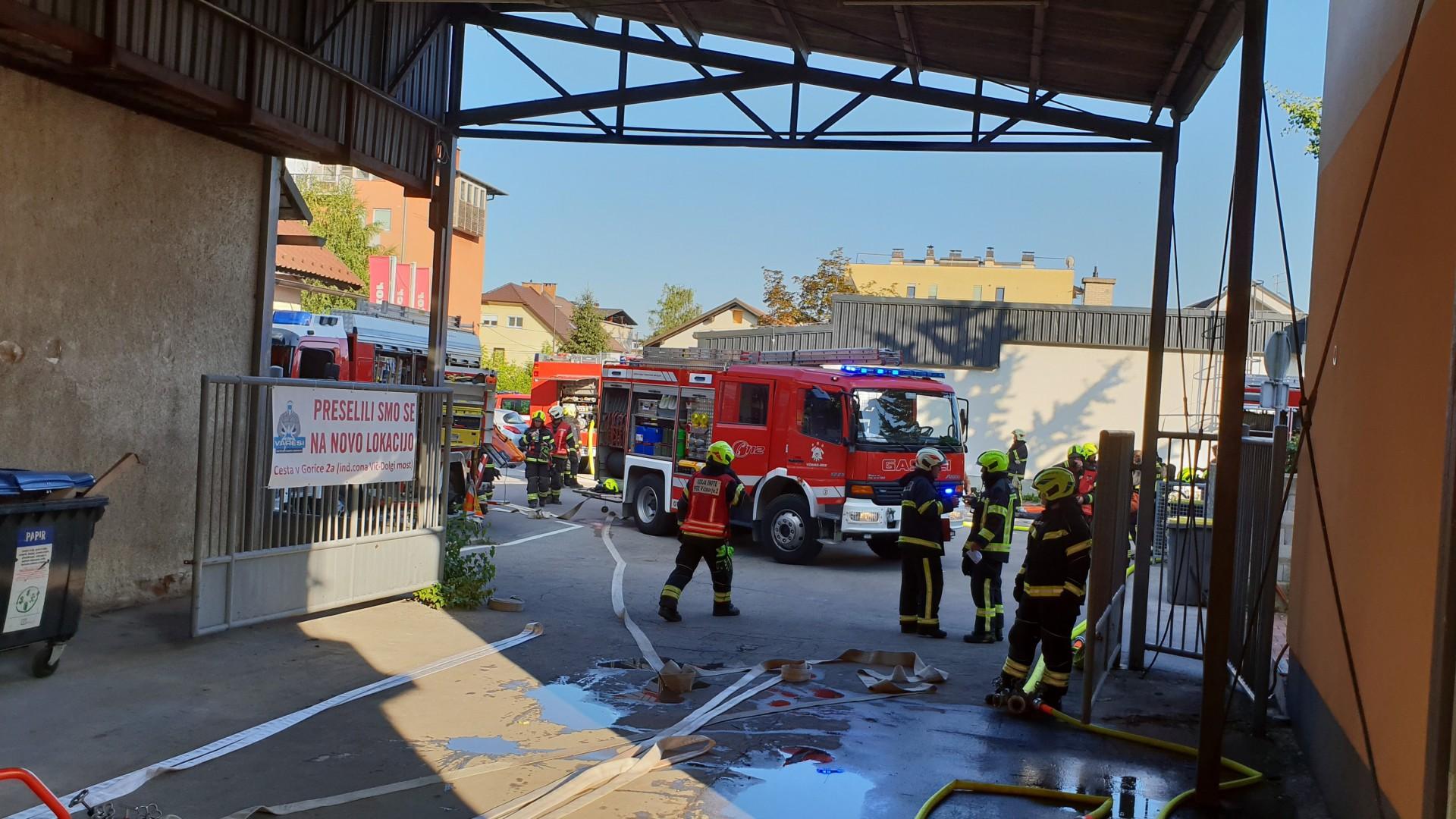 Meddruštvena vaja požara, v objektu ukleščen delavec - Prušnikova ulica 73