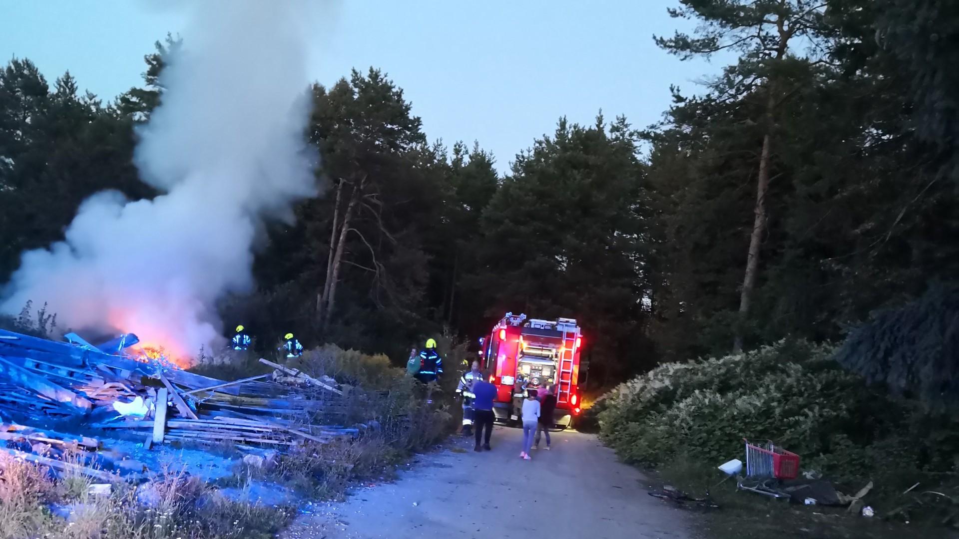 Požar električnih vodnikov v naravi